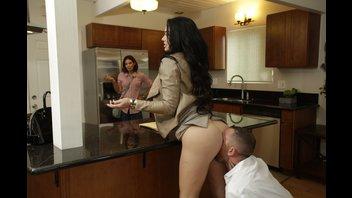 Пока жена осматривает дом, муж зарабатывает скидку