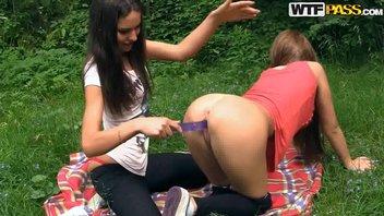 Студенты трахаются на пикнике в лесу (Эпизод 1) №2
