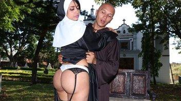 Запрещенная любовь в монастырском саду