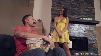 Катана Комбат знакомится с новым соседом Чарльзом Дера
