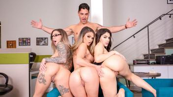Три сексуальные порно-телочки притендуют на один длинный член