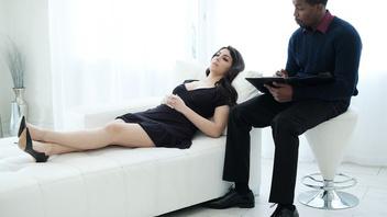 Лучшее лечение у психиатра это его горячий черный член во влажной вагине