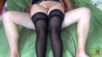 Русские  сексуальные ноги в чулках и на высоких каблуках