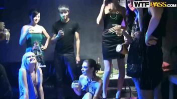 Красивые девушки на студенческой вечеринки (Эпизод 1)