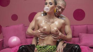 Я люблю секс и жевачку могу поебаться но только если буду надувать пузыри