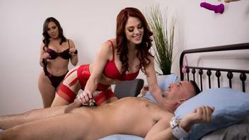 Двое сучек приковывают мужика к кровати и жестко дразнят его вылизываю друг друга