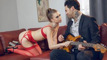 Оставь в гитару в стороне и вставь уже свой твердый член в мои жаждущие дырки