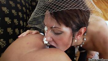 Молочная сперма двух шалав