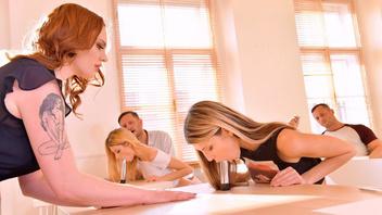Студенты решили не учиться а устроить настоящую оргию прямо в аудитории во время пары