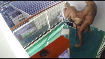 Ебу жену на балконе