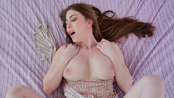 Мачеха с большими дойками получает огромное наслаждение от секса со своим пасынком