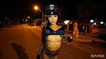 Вина Скай арестовала большой член и наказала его по полной программе