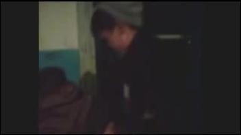 Двое русских парней трахают киргизку в подъезде