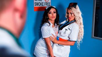 Две сексуальные медсестрички провели осмотр жарких кисок друг друга