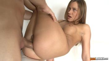 Её узенькая дырочка любит секс