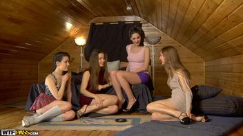 Их клёвая вечеринка на бане  (Adell, Sabrina Moore, Taissia Shanti)