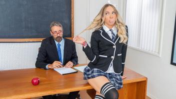 Юная Хлоя Капри принимает в горячую киску возбужденный член препода