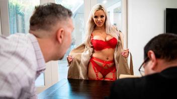 Шикарная блондинка Нина Элль надела красное белье и страстно трахнулась с парнем