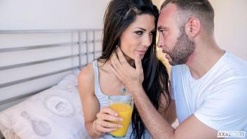 Алекса Томас начинает свой новый день с жаркого трах с любовником