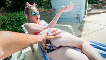 Прекрасная светловолосая девушка Лекси Лор жарко потрахалась с молодым парнем