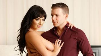 Похотливая брюнетка Шарлотта Кросс трахается анально с любовником