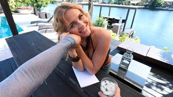 Сексуальная светловолосая красотка Крисси Линн трахается со своим бойфрендом