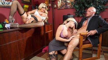 Жаркие секретарши любят в офисе ублажить своих горячих начальников