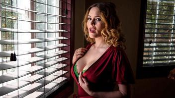 Страстная сексуальная красотка Крисси Линн занимается сексом с горячим парнем