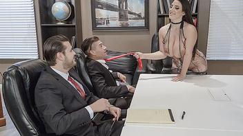 Бизнес-вумен с голодухи трахает своего любимого сотрудника в своем кабинете