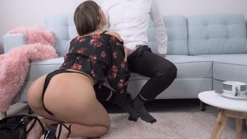 Неуклюжий секретарь трахается с ее боссом