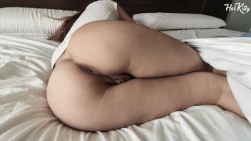 Подросток с идеальной киской занимается страстным сексом утром