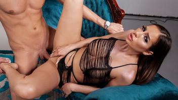 Сексуальная красотка Дезире Дульси шпилится с фотографом Куинтоном Джеймсом