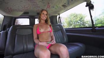 В машине за деньги Дейзи Стоун (Daisy Stone) соглашается ебаться