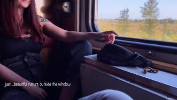 В поезде русскую рыжую девушку разводит на секс