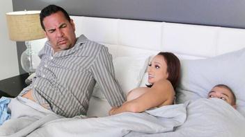Спит пока рядом ебут его шлюшку, Лекси Луна (Lexi Luna)