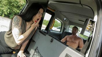 Его бесплатная поездка за еблю с сукой водительницей