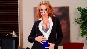 Шлюшка  секретарша хочет  во все дырки, Бритни Эмбер (Britney Amber)