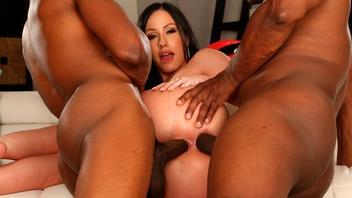 Негры жестко долбят Дженнифер, Дженнифер Уайт (Jennifer White) в три дырки