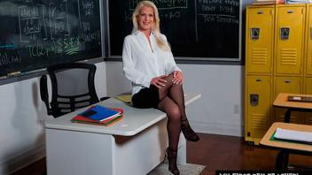 Сучка профессор ебется со студентом,  Анита Блю (Anita Blue)