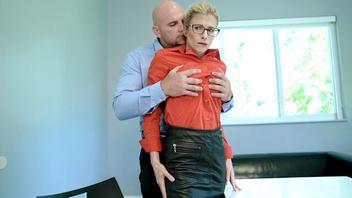 Мамочка  Кори принимает в рот и анальный вход,  Кори Чейз (Cory Chase)
