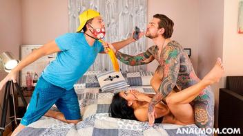 Татуированный парень хорошенько аналит чужую  суку, Канела Скин  (Canela Skin)