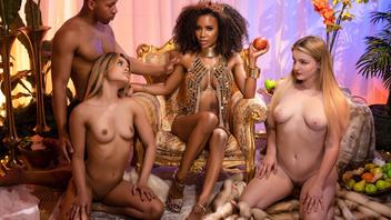 Негритянка с большими сиськами Деми Сутра (Demi Sutra) любит еблю