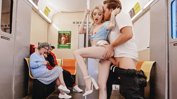 В вагоне метро хочет ее трахать, Лола Фей (Lola Fae)
