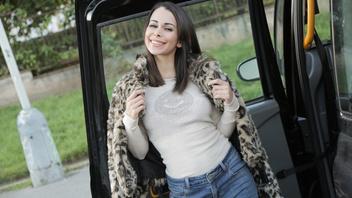 В такси соглашается ебаться с  водителем