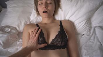 Девочка  красотка в любительской  порнографии