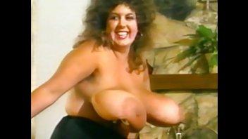 Сьюзи - кудрявая женщина с огромными натуральными колатушками