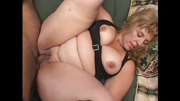 Крупная женщина Моник