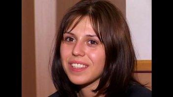Русская девушка впервые трахается перед камерой