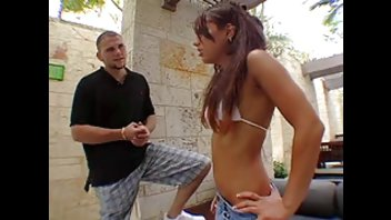 Два приятеля сняли порно видео с молодой шлюшкой в отеле
