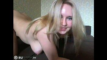 Молодая грудастая развратница перед веб-камерой